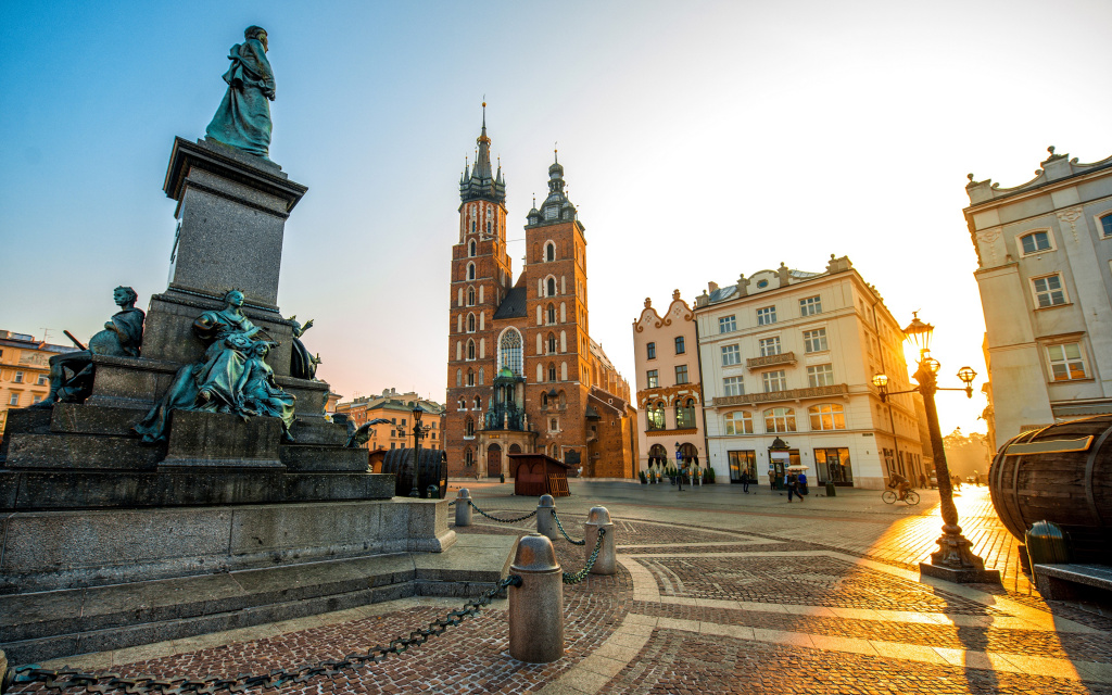 2018World___Poland_Krakow_Square_in_the_sun__Poland_127917_.jpg